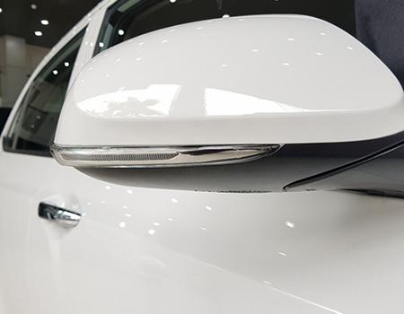 xi nhan tích hợp trên gương hyundai grand i10 sedan